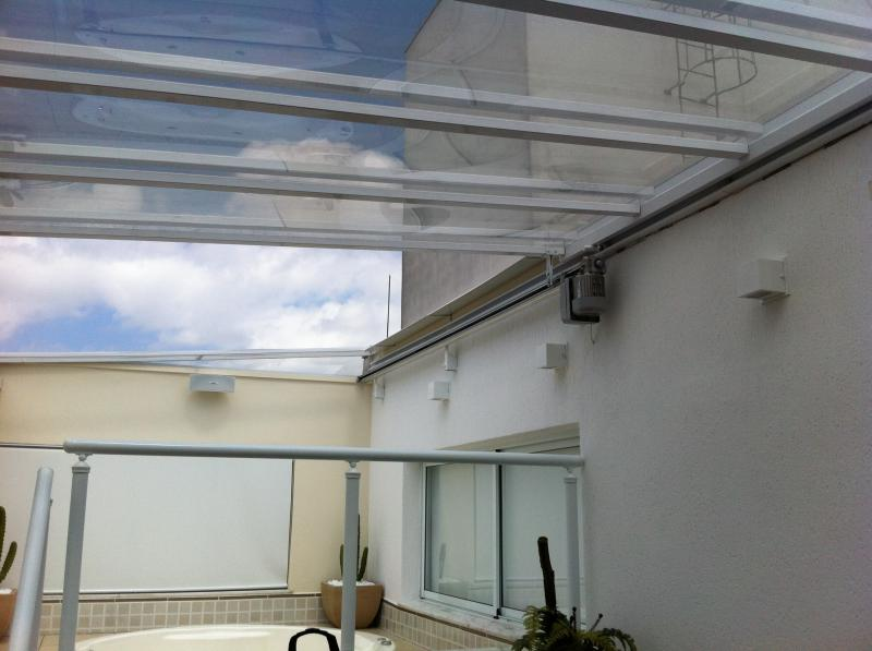 Cobertura de vidro retrátil manual