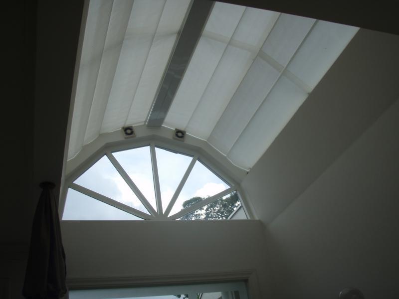 Cortina de tecido para teto de vidro