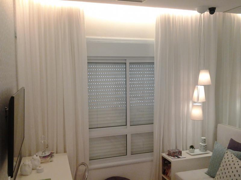 Fábrica de trilhos para cortinas